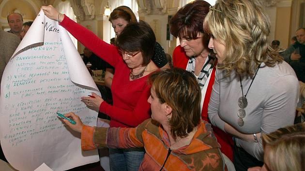 Chrudimáci v Muzeu diskutovali nad Desaterem problémů města.