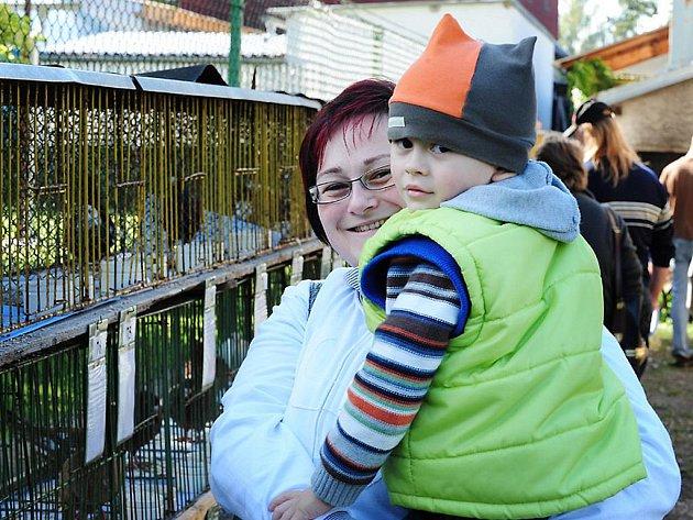 DO SLATIŇAN dorazila z nedalekých Zaječic i Regina Gauglitzová se svým synem Tobiasem.