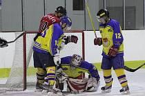 Z derby krajské hokejové ligy mužů HC Skuteč - HC Chrudim 1:9
