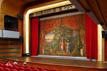 Chrudimská opona v Divadle Karla Pippicha