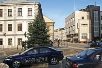 OPĚTOVNÉ ZPRŮJEZDNĚNÍ ulice Čs. partyzánů usnadňuje mnoha řidičům pohyb po městě.