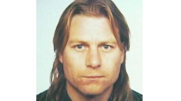 Policie pátrá po Vladimíru Jiráskovi z Morašic. Je podezřelý z vraždy. Pachatel je ozbrojený a nebezpečný.