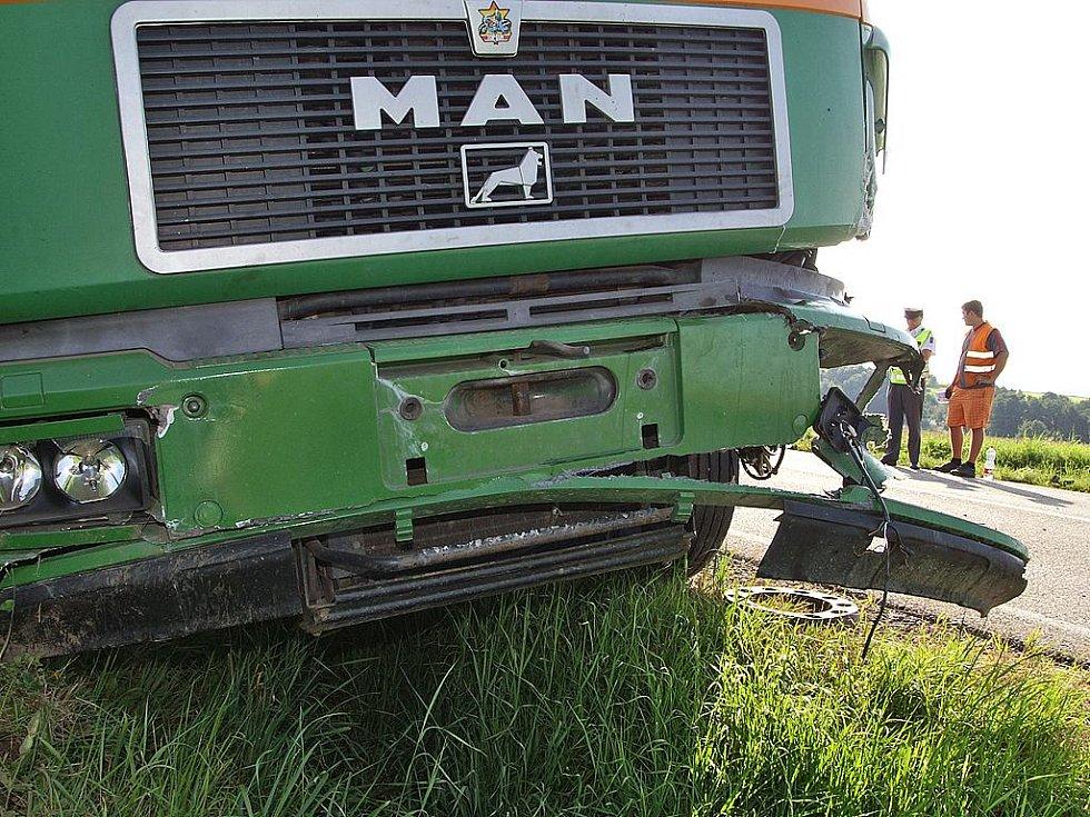Při srážce  Škody Fabie a nákladního vozu Man mezi Sečí a Kovářovem byla těžce zraněna řidička osobního automobilu.
