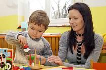 ZÁPIS. K zápisu do slatiňanské mateřské školy přišlo i letos hodně dětí.