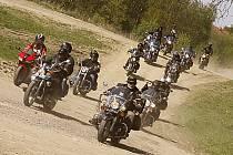 Doly Bikers uspořádali na trase Hlinsko - Pardubice oblíbenou Jarní motorkářskou jízdu.