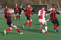 Velké překvapení si přichystali hráči MFK Chrudim do 19 let, kteří na umělé trávě Letního stadionu dokázali porazit lídra České ligy dorostu.