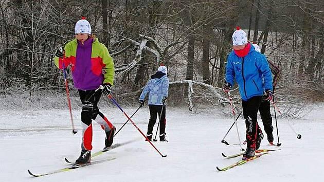V Železných horách je doposud sněhu málo, jeho několikacentimetrovou vrstvu prozatím nelze upravovat za pomoci sněžného skútru.