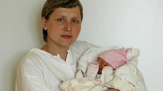 Eliška Trojanová se poprvé podívala na svět v úterý 27. května dvacet minut po jedenácté hodině večer. Tatínek Davíd u porodu první dcery, která vážila 2,95 kilogramu a měřila rovných 50 centimetrů, nechyběl a mamince Mirce z Pardubic statečně pomáhal.