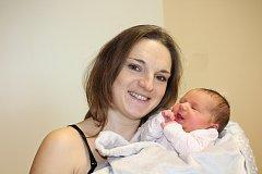 ELIŠKA HUBÁLKOVÁ (3,6 kg a 50 cm) poprvé otevřela oči 14. 12. v 17:31 a pohlédla na své rodiče  Kristýnu a Jiřího z Pardubic.