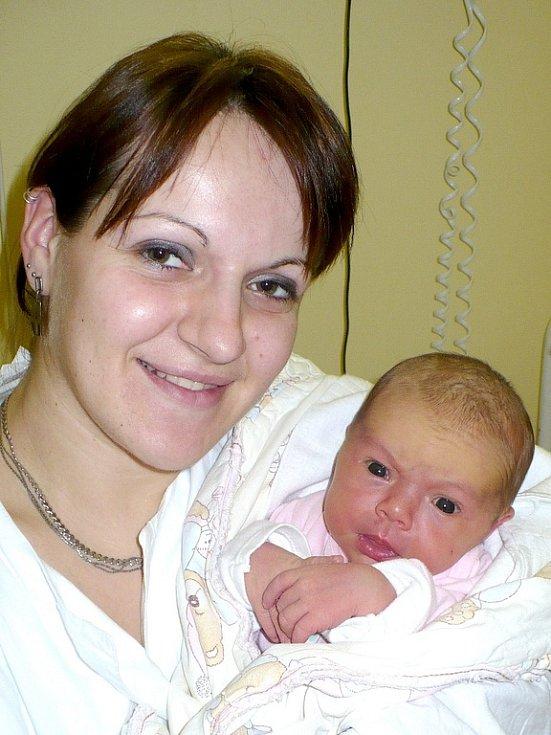 EMA ZELENKOVÁ je první společnou radostí, ze které se od 13.12. těší Andrea a Jiří ze Skutče. Na svět se podívala v 1:50, kdy jí na sále pod bedlivým dohledem tatínka zapsali míry 3,75 kilogramu a 52 centimetrů.