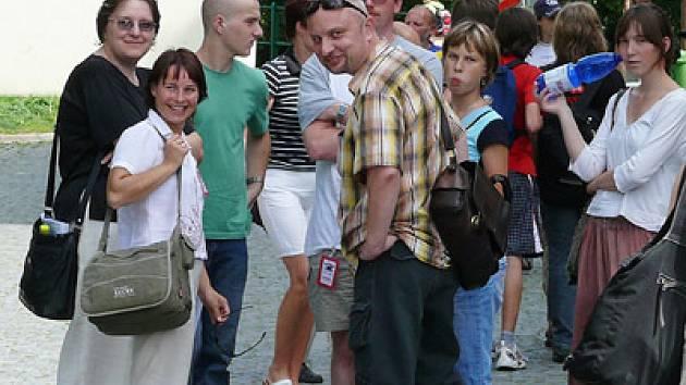 Festivalová atmosféra vyzařuje ze všech návštěvníků.