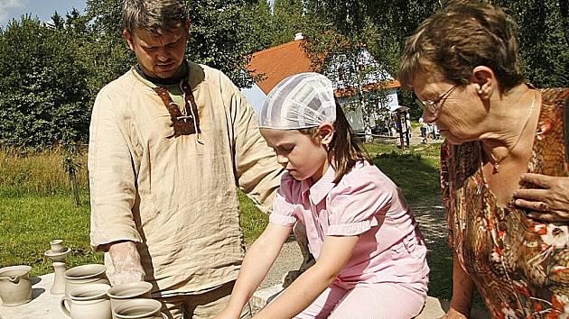 Skanzen na Veselém Kopci připravil pro návštěvníky tradiční program Jak se dříve hospodařilo.