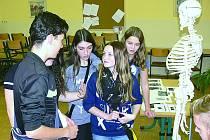 Úkoly v soutěži Obchodní akademie Chrudim prověřovaly znalosti i schopnost spolupráce