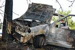 Vůz začal po nehodě hořet a byl ohněm zcela zničen. Mezi obcemi Dřenice a Třibřichy na Chrudimsku narazil na polní cestě řidič čelně do vzrostlého stromu. Vozidlo začalo následně hořet a bylo požárem zcela zdemolováno.