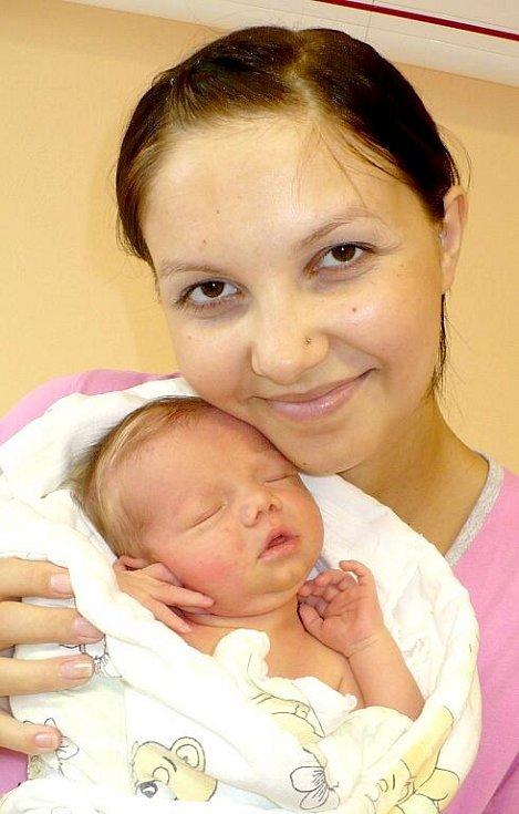 TADEÁŠ SMEJKAL. Lucie a Pavel Smejkal z Heřmanova Městce se stali rodiči prvně 12. srpna ve 14:30, kdy se na sále mohli prvně radovat ze synka s mírami 3,2 kilogramu a 50 centimetrů.