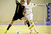 V úvodním utkání semifinálové série play off Chance Futsal ligy obhájce titulu FK Era-Pack Chrudim rozstřílel krajského rivala 1. FC Nejzbach Vysoké Mýto 9:1.