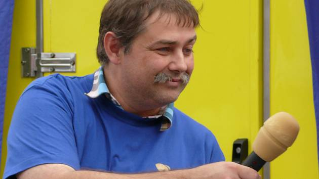 Redaktor Marek Nečina.