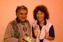 Josef Hanák, vynálezce biomechanické aktivní stélky do bot s členkou týmu MUDr. Ludmilou Dohnálkovou.