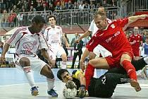 Marek Kopecký v poslední šanci památného utkání Era-Packu Chrudim proti Kairatu Almaty v roce 2008. Kdyby tehdy vyrovnal, Chrudimští by postoupili mezi 4 nejlepší v UEFA Futsal Cupu.
