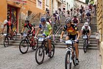 Sjezd Širokých schodů je divácky asi nejatraktivnější podívanou cyklistického MTB Maratonu Manitou Železné hory.