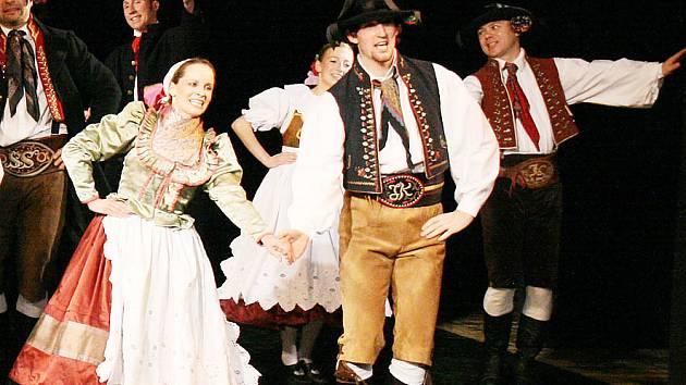 Folklorní soubor Kohoutek nabízí svým členům užitečné, aktivní a zábavné využití volného času.
