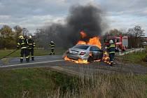 Hasiči likvidovali požár automobilu v Bylanech.