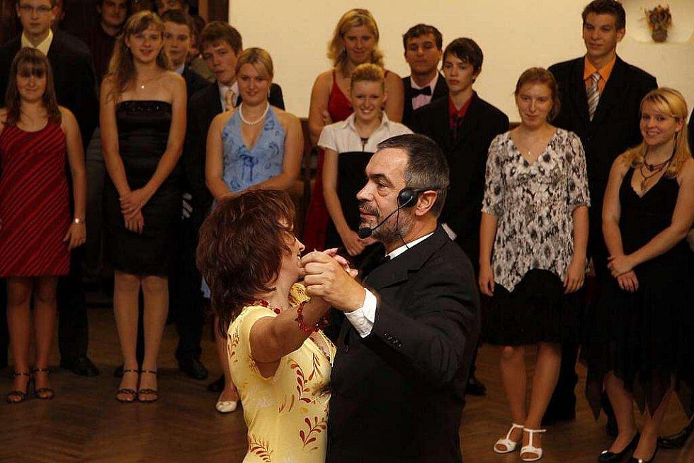 Taneční v Hlinsku se opět těší velkému zájmu z řad mladých lidí.