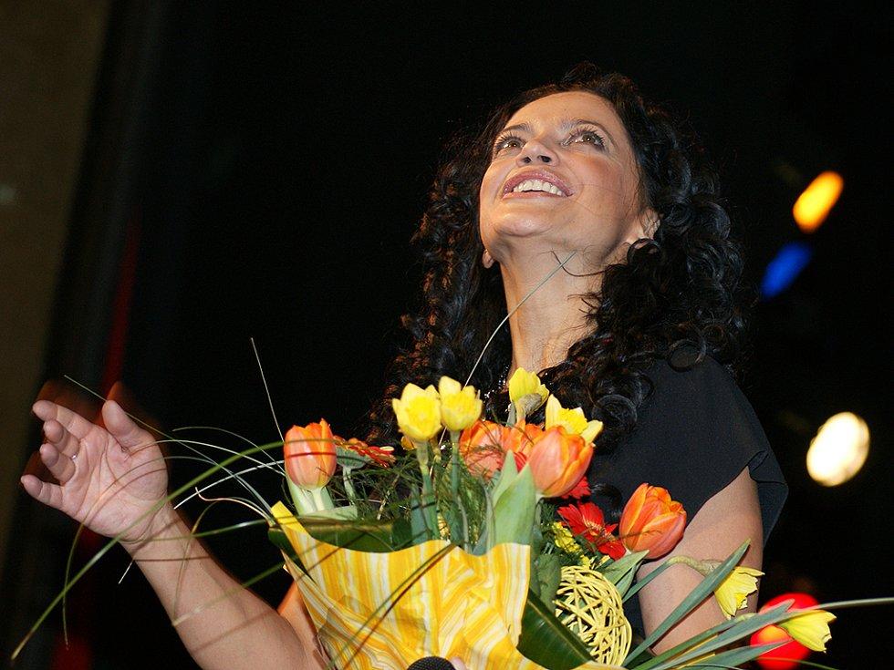 Na Plese hudebníků v opeře vystoupila i Lucie Bílá.