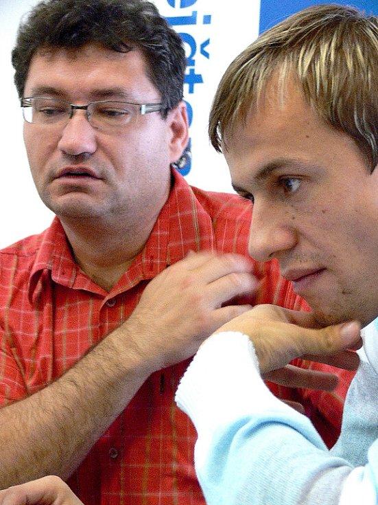 Ota Stejskal a Lukáš Rešetár (vpravo) odpovídají na dotazy čtenářů.