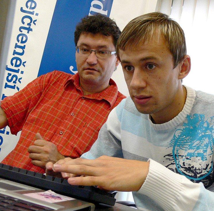Ota Stejskal.Ota Stejskal a Lukáš Rešetár (vpravo) odpovídají na dotazy čtenářů.