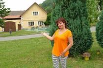 Místostarostka Střemošice Hana Pelcová představuje zdejší náves.