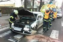 Dopravní nehoda v Poděbradově ulici si vyžádala zranění dvou lidí