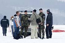 17. února 2010: Při nočních seskocích se zabil na letišti 43. výsadkového mechanizovaného praporu parašutista.
