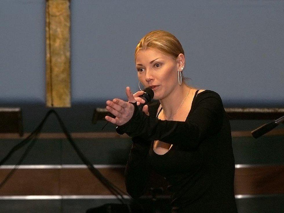 Součástí doprovodného programu bylo i vystoupení zpěvačky Heleny Zeťové.