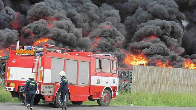 Dým představuje při požárech jedno z největších nebezpečí.