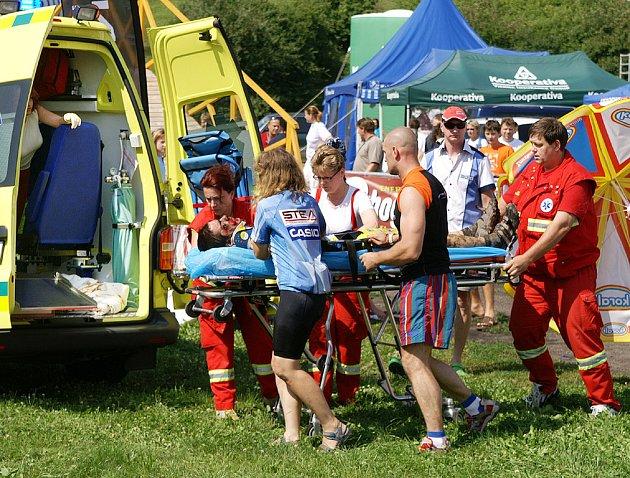 Tři vážnější karamboly si během závodu vyžádaly ošetření.