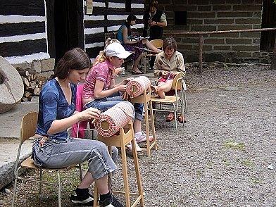 Pro děti bylo připraveno i paličkování.