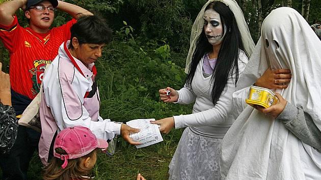 Na děti v Holetíně čekal Pohádkový les se spoustou kouzelných stanovišť a pohádkových postaviček.