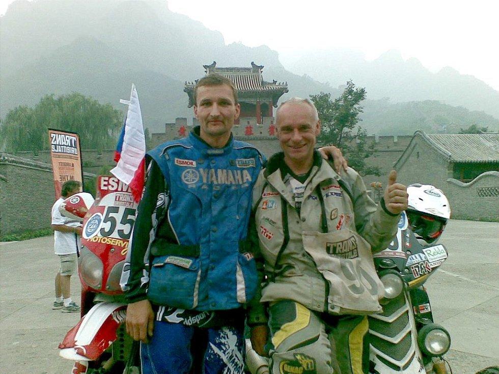 Josef Macháček (vpravo) při Rallye Transorientale 2008 s týmovým kolegou Dušanem Randýskem.