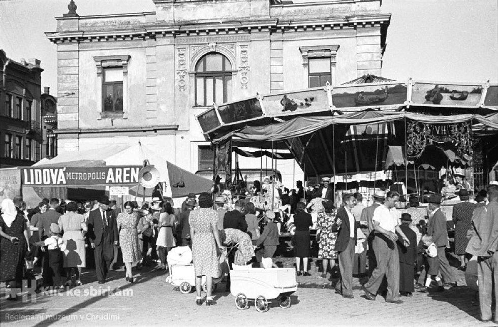 O Salvátorské pouti na Tyršově náměstí (tč. Michalském náměstí - Michaeler Platz) v roce 1944.