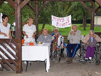 Domov pro seniory v Heřmanově Městci pečující o klienty z Chrudimska uspořádal sportovní hry.