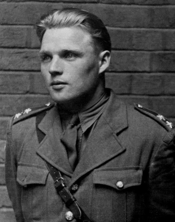 Podporučík Josef Valčík (2. 11. 1914 - 18. 6. 1942).