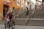 Největším diváckým lákadlem cyklomaratonu Manitou Železné hory České spořitelny je tradičně sjezd Širokých schodů.