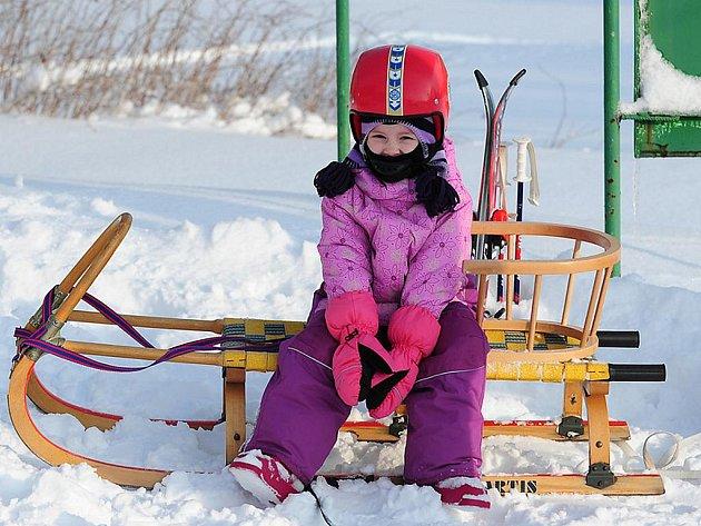 VÍKEND PROŽITÝ NA SVAHU NAD TRHOVOU KAMENICÍ nebyl jistě pro návštěvníky ztraceným časem. Zahájení sezóny využili jak zkušení lyžaři, tak i začátečníci.