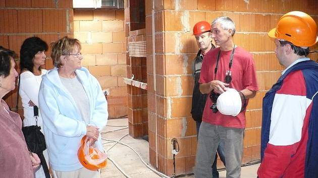Při dni otevřených dveří si zájemci mohli prohlédnout pokračující stavbu hospice pro Pradubický kraj v Chrudimi.