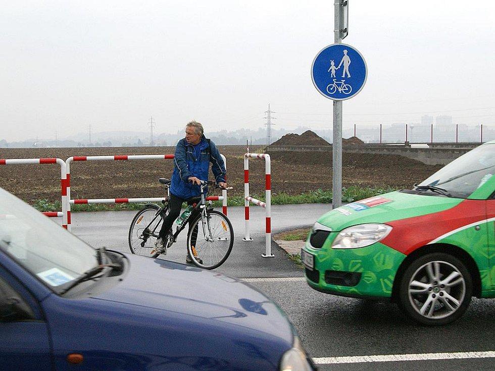 Cyklostezka mezi Chrudimí a Medlešicemi.