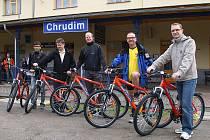 V prostorách hlavního nádraží v Chrudimi byl slavnostně odstartován nový projekt s názvem Cyklopůjčovny Českých drah.