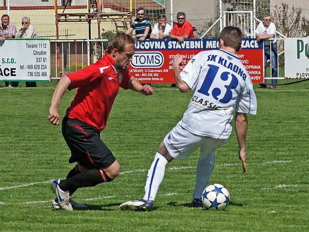 Radim Holub (v červeném) se proti Kladnu blýskl hattrickem.