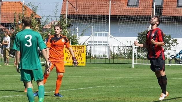 Nováček v chrudimském dresu, útočník Jindřich Kučera (zcela vpravo), se uvedl gólem.