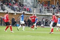 Klíčovým mužem souboje s Táborskem se stal David Sixta (v červeném). První gól připravil elegantní nahrávkou, vítěznou trefu pak vsítil sám přesnou ranou k tyči.